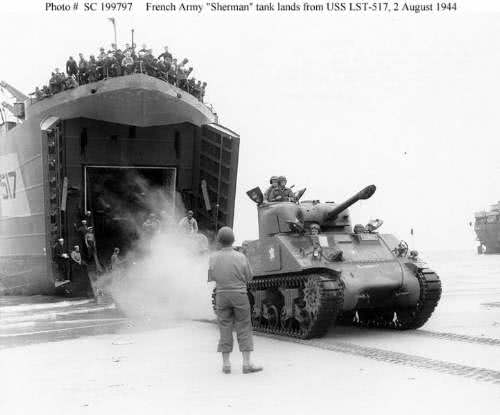 12RCA M3 Sherman Landing in Normandy 1944
